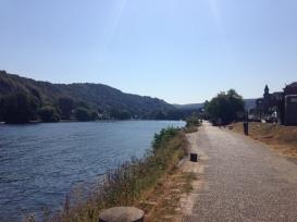 pad langs de Maas